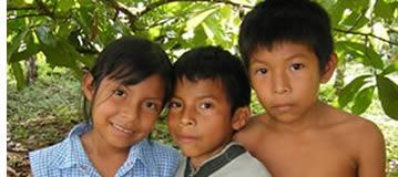 Naso kinderen in Bocas del Toro, Panama